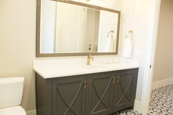 bathroom and vanity paint color